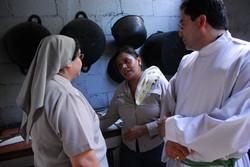 Con la cocinera de Acahualinca