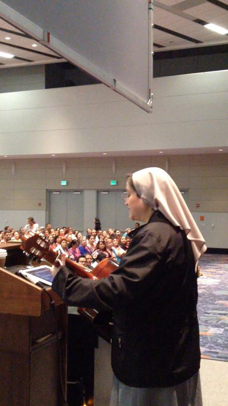 Llevando formación a líderes religiosos de diversos países.