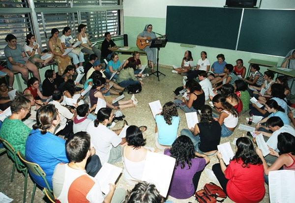 Ofreciendo talleres de evangelización y música