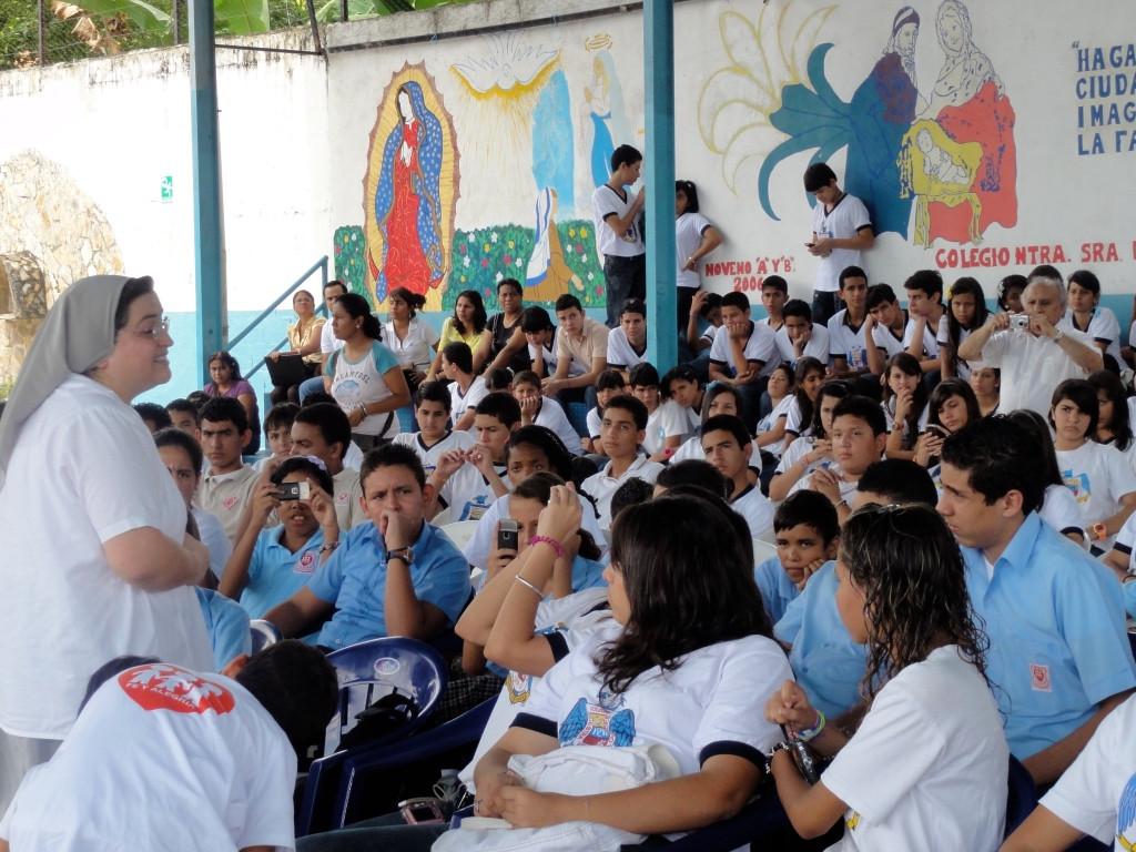 Impulsando la evangelización de los Colegios
