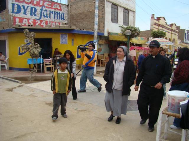 Visitando y llevando ayuda social a lugares muy necesitados de América Latina