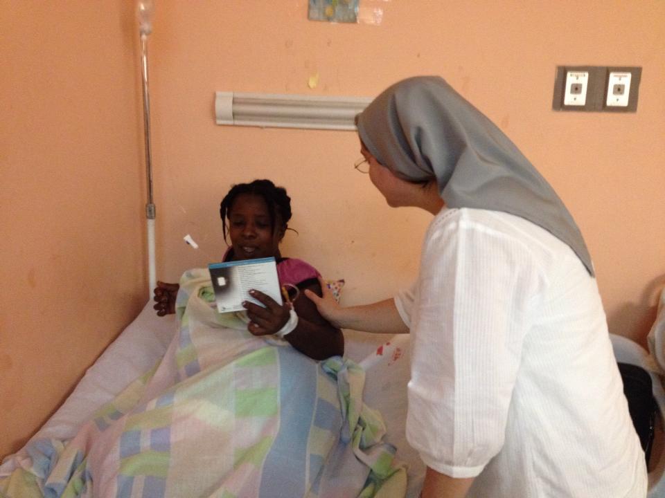 visitando los enfermos y regalando música biblica que les acompañe en su experiencia de la enfermdedad