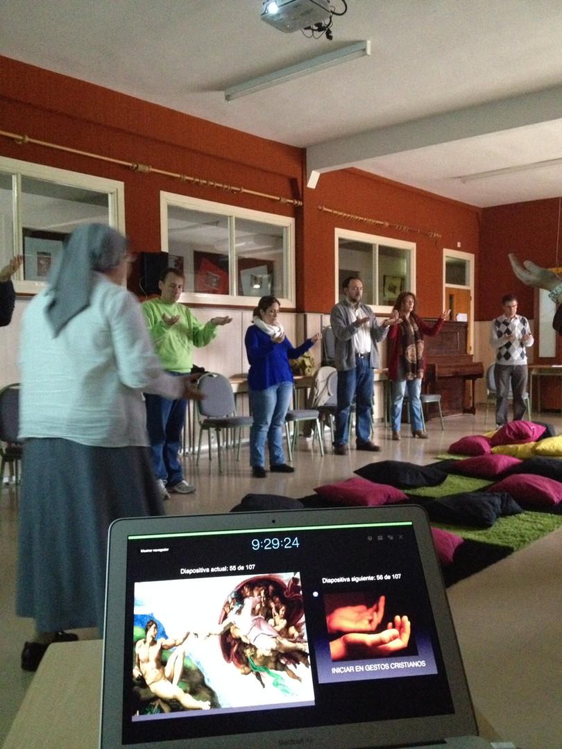 Apoyando la formación permanente en competencias de interioridad y oración a profesores