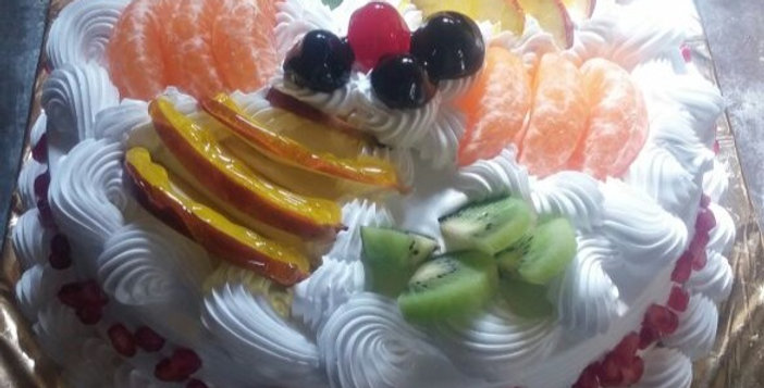 Fruits and Cream Cake