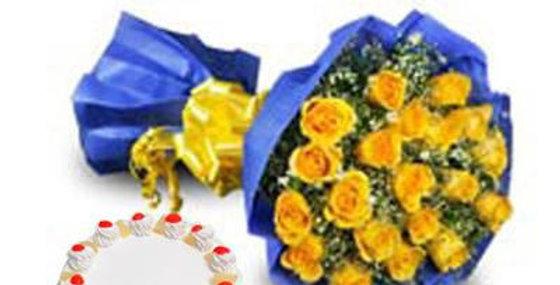 The Yellow Roses and Vanilla Pineapple Cake Combo