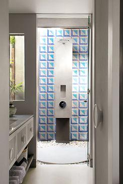 MenoHouse_Descriptive_Bathroom_FM_10.jpg