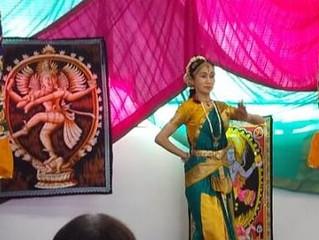 【インド舞踊の表現文化に触れよう~インド民族衣装サリーを着て踊ってみよう~】を開催しました。