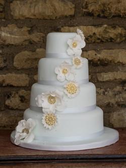 Flower brooch cake