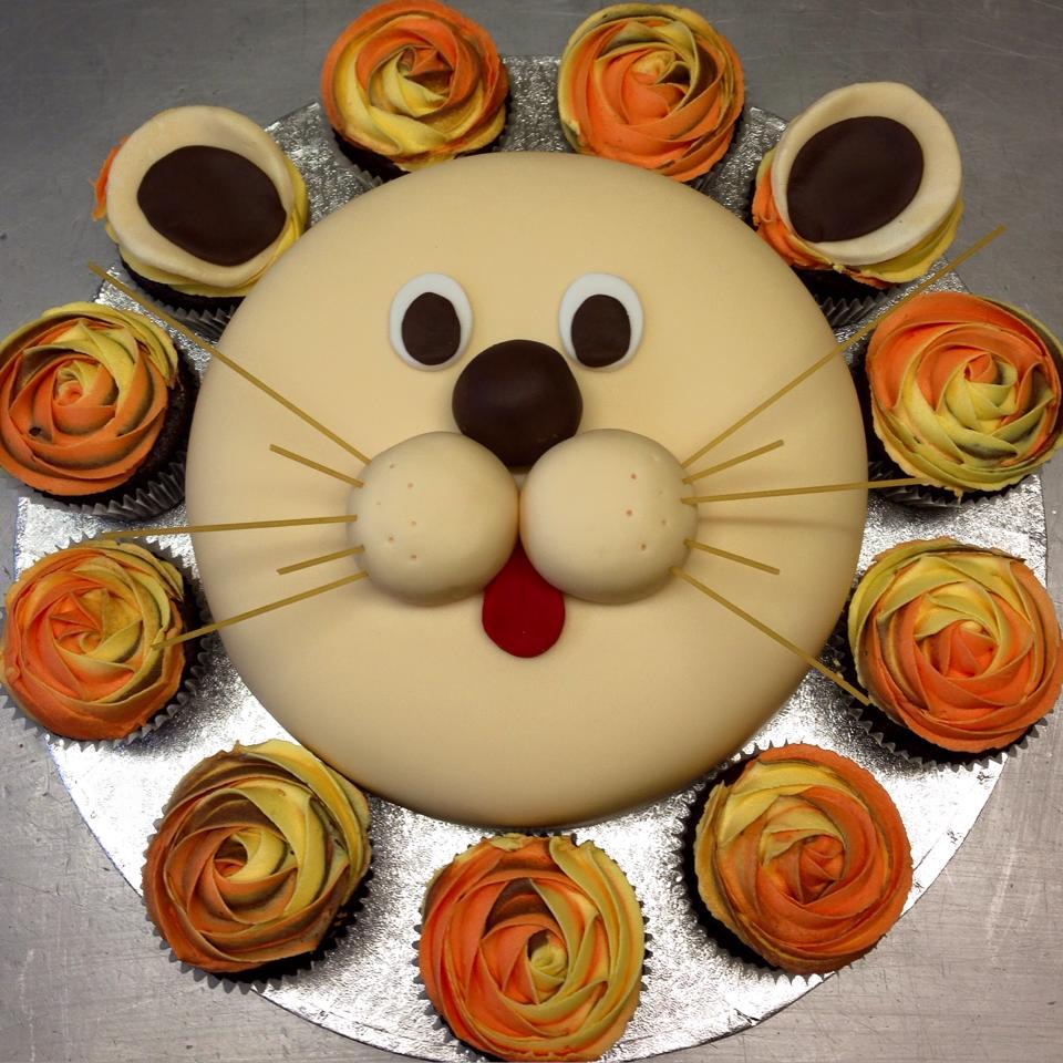 Lion Cake and Cupcake