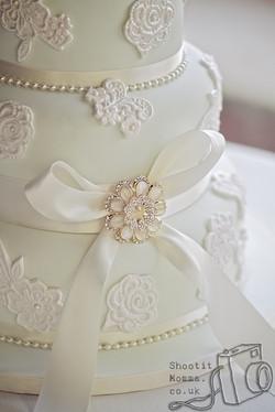 Vintage Brooch Wedding Cake