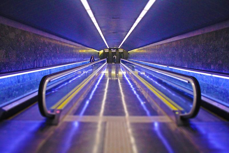 escalator-918525_1920.jpg