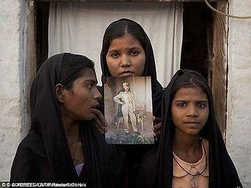 Aasia Noreen with children.jpg