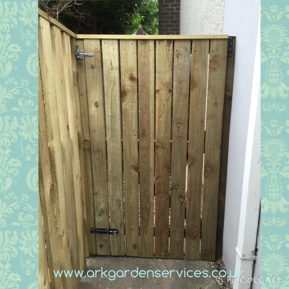 Ark Fencing & Garden Services - slate fencing gate, built with 4x1 fully treated timber, with butterfly latch. Fencing built in Llanfrechfa, Cwmbran. arkgardenservices.co.uk