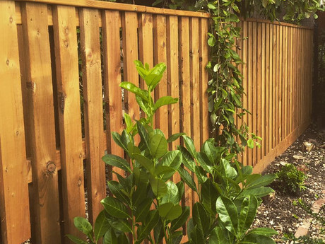 Slat fencing with top frame