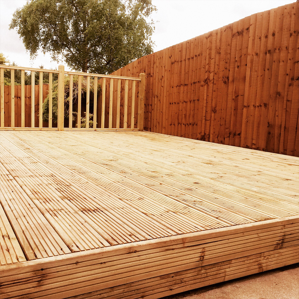 Ark Fencing and Garden Services - Here you can see feather edge fencing, built in Cwmbran and a decking platform with balustrade. arkgardenservices.co.uk