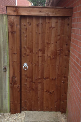 Feather edge gate at 6ft
