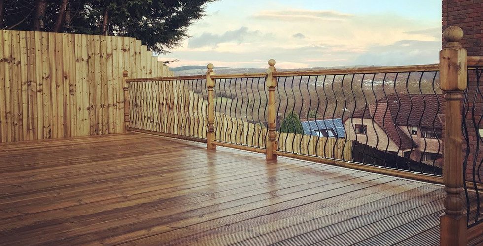 Decking with metal spindles