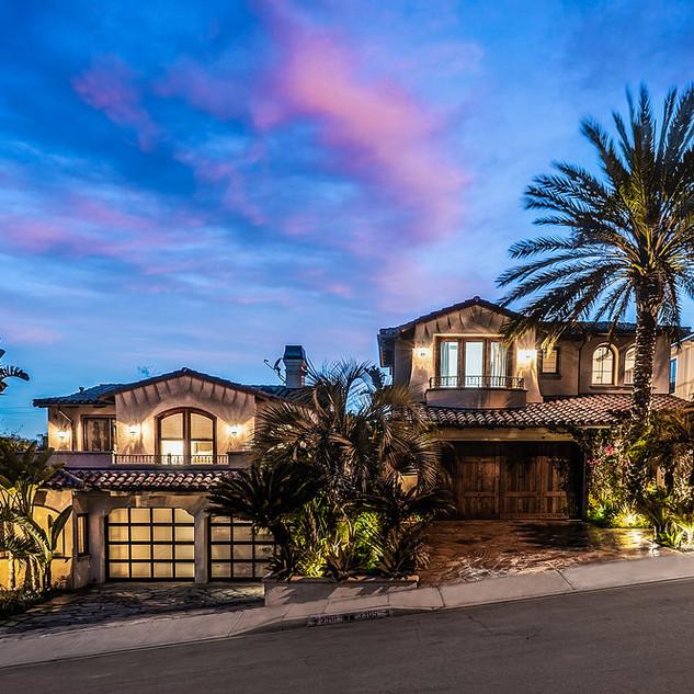 3301-3305 Pine. Dual Residence Beachfront
