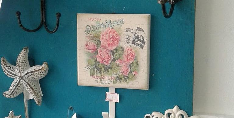 Perchero en rosas victorianas elegante