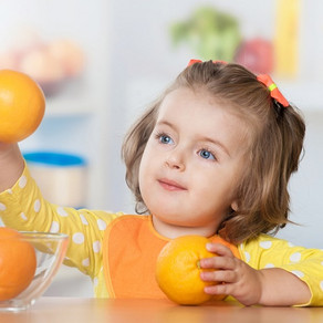 Saiba por que crianças com menos de 1 ano não devem tomar suco de frutas.