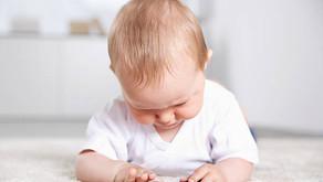 Tempo de tela portátil está associado a atrasos de fala em crianças.