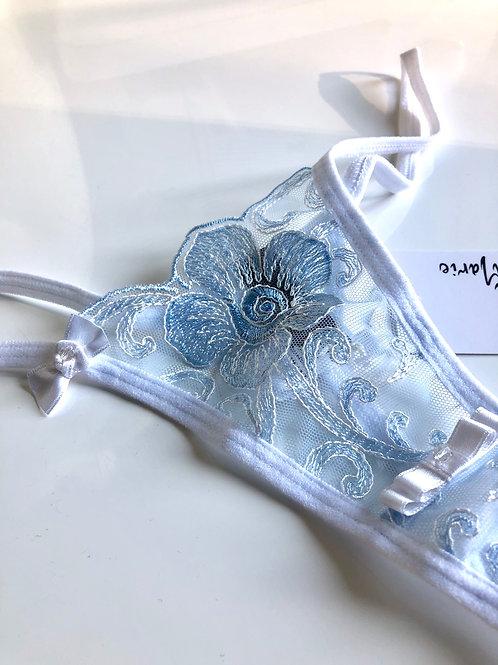 Fleur aérienne bleu de satin
