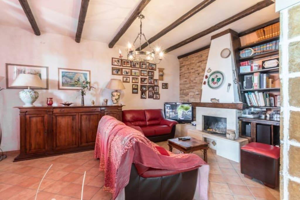 Дом для отдыха на Сицилии, с камином