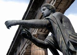 Statue, Pompeii, Italy.jpg