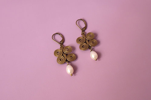 PAPILLON PEARL EARRINGS