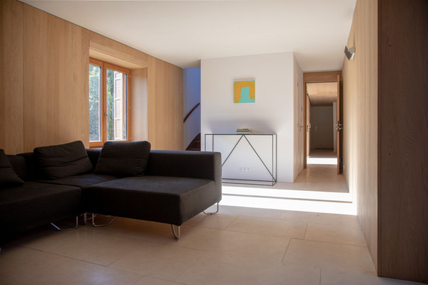 lounge_corridor_LT.jpg