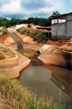 03-Original_canal_drop_with_stilling_pond powerhouse_under_construction