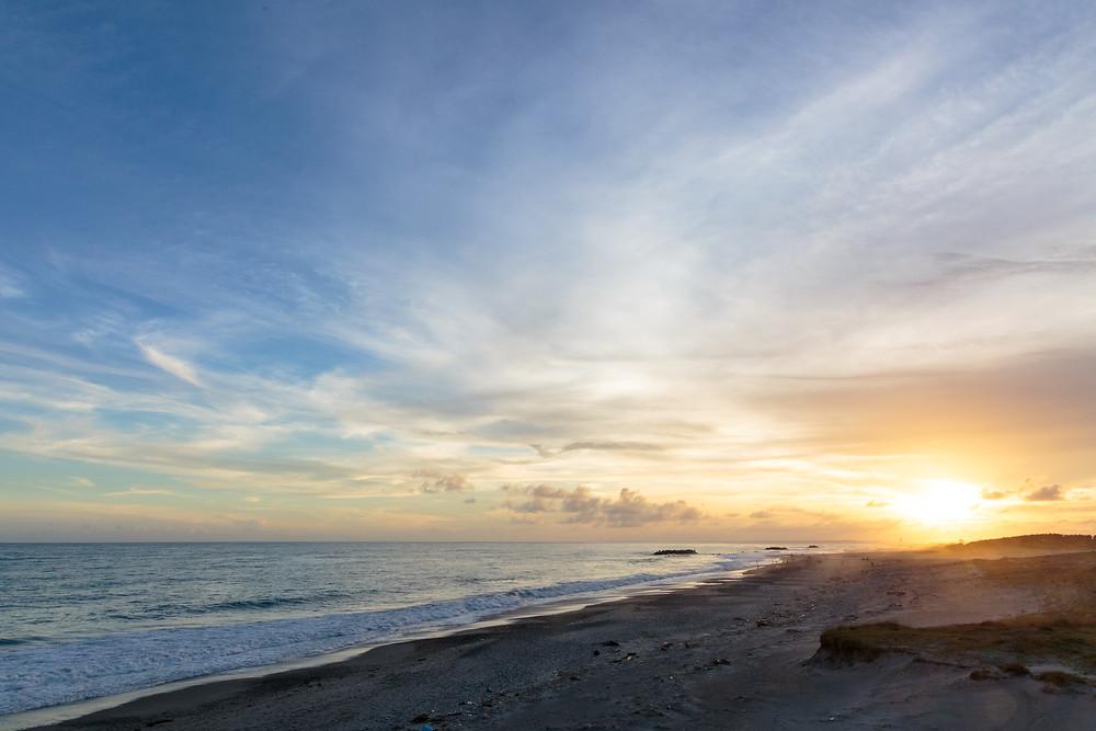 養浜地から見下ろした波打ち際