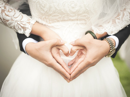 How Renting A Bus Will Save Your Wedding Day