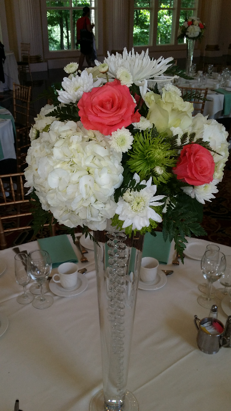Center Piece hydrangea roses