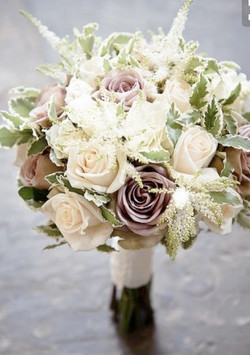 Bridal bouquet amnesia and ivory