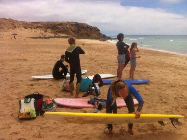 урок серфинга на Фуертевентуре