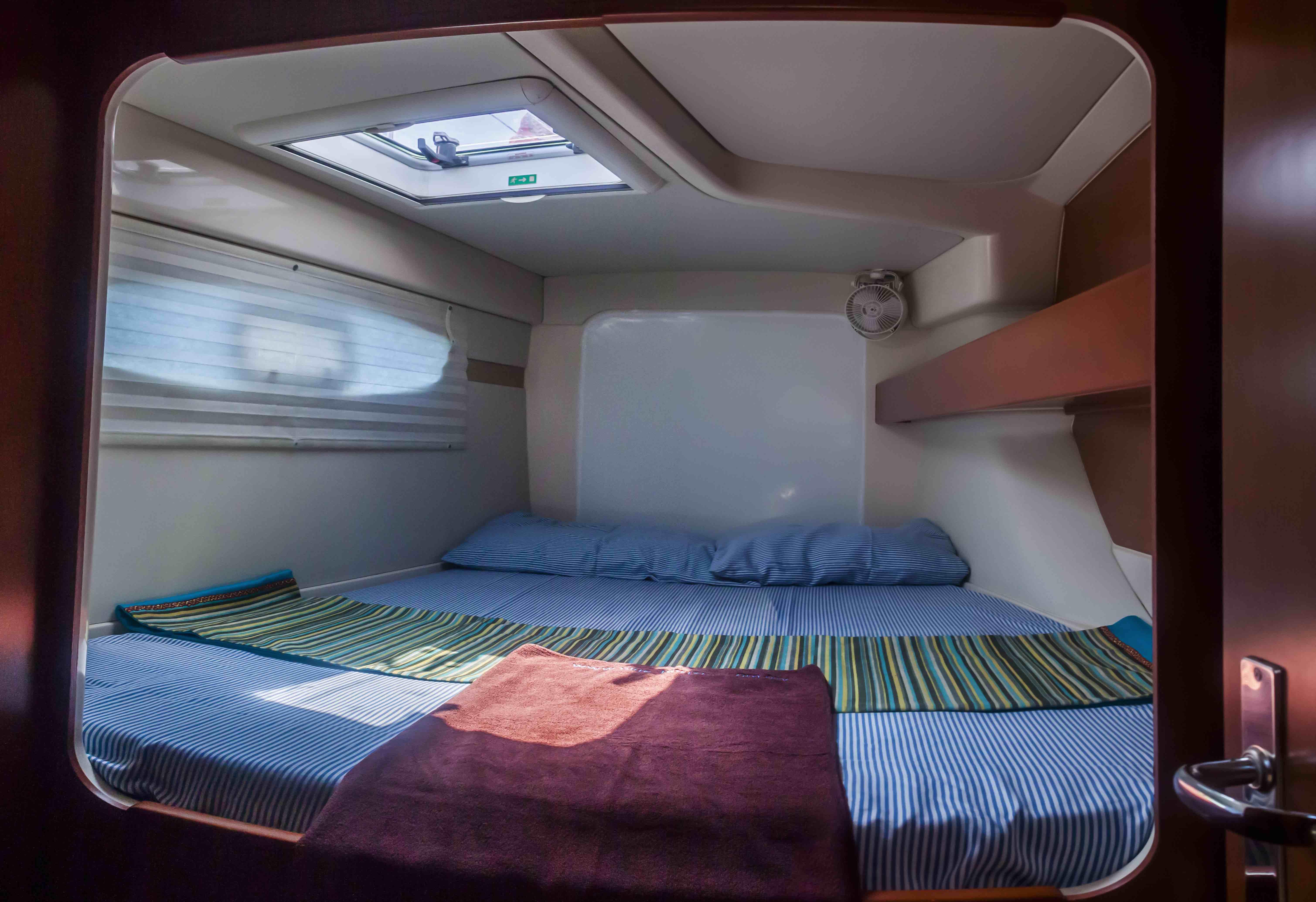 Catamaran interior (5)