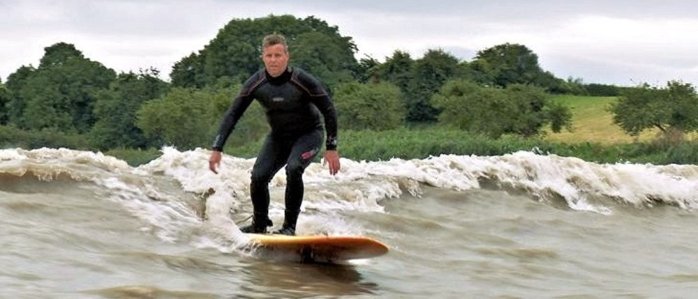 Серфинг на приливной речной волне: средний проезд 2-3 км