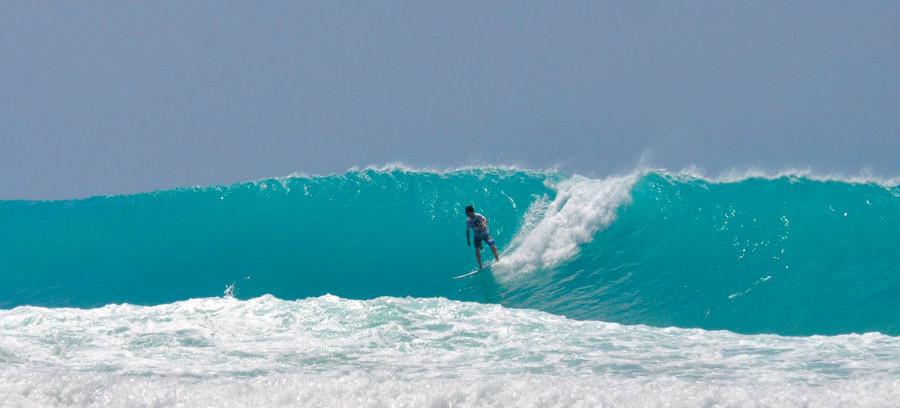 ARI007_Kandooma Surfing 900 450.jpg