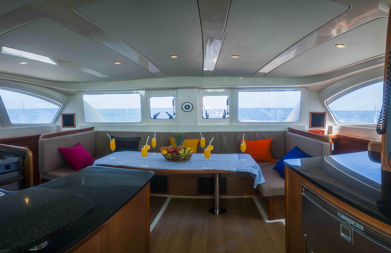 Catamaran interior (6)
