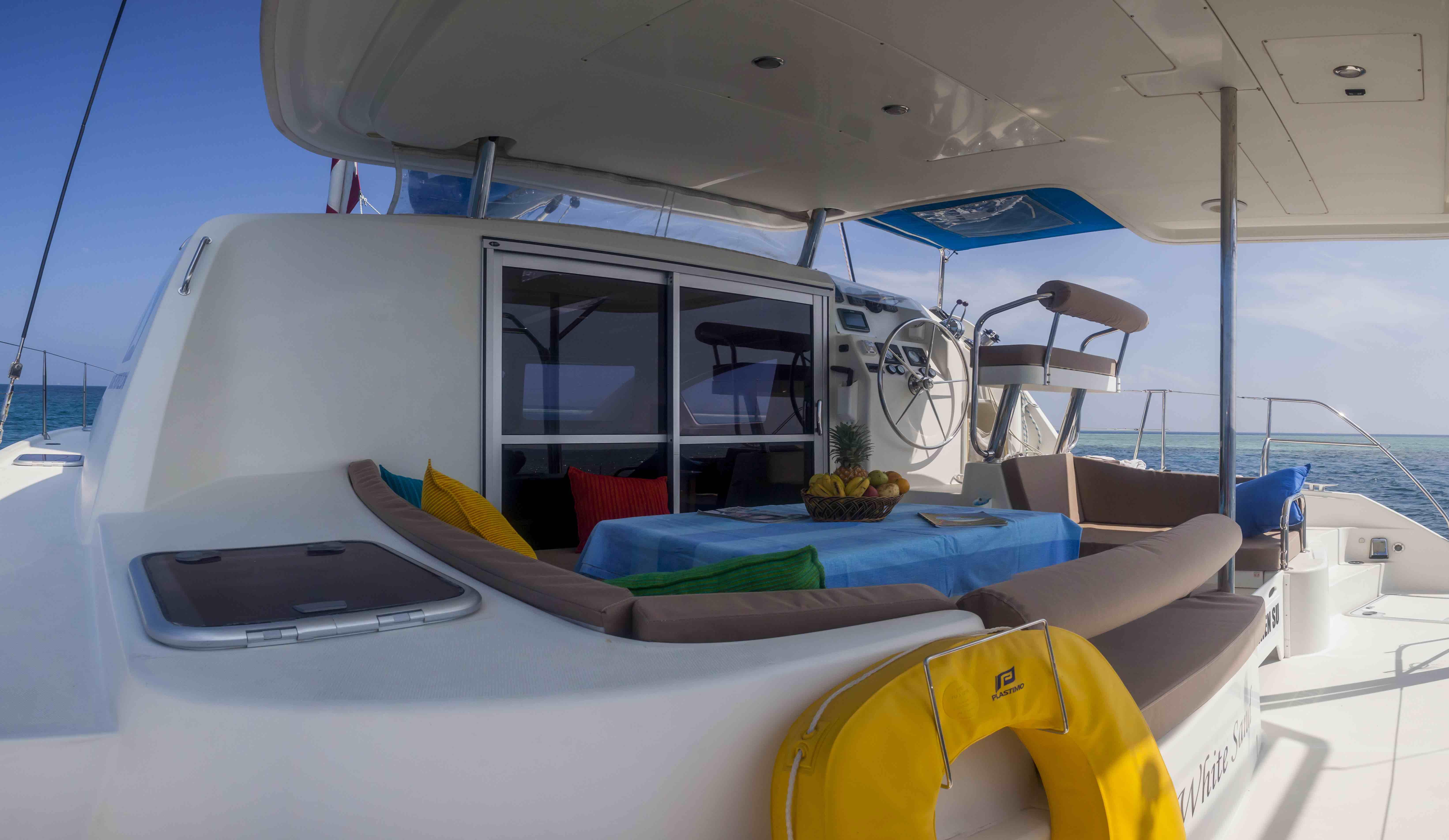 Catamaran interior (1)