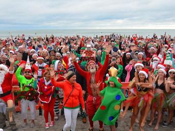 Зачем тысяча Санта-Клаусов собралась на пляже?