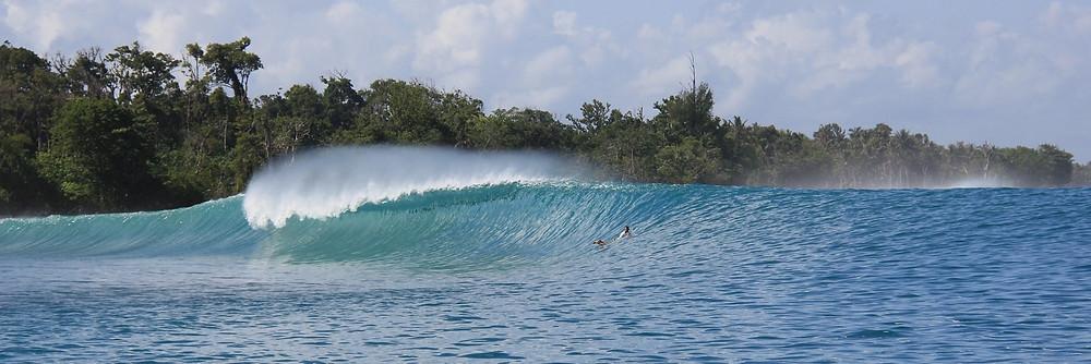 На Мальдивах волны каждый день