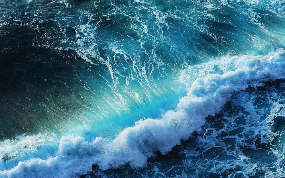 Волны рождаются далеко в океане