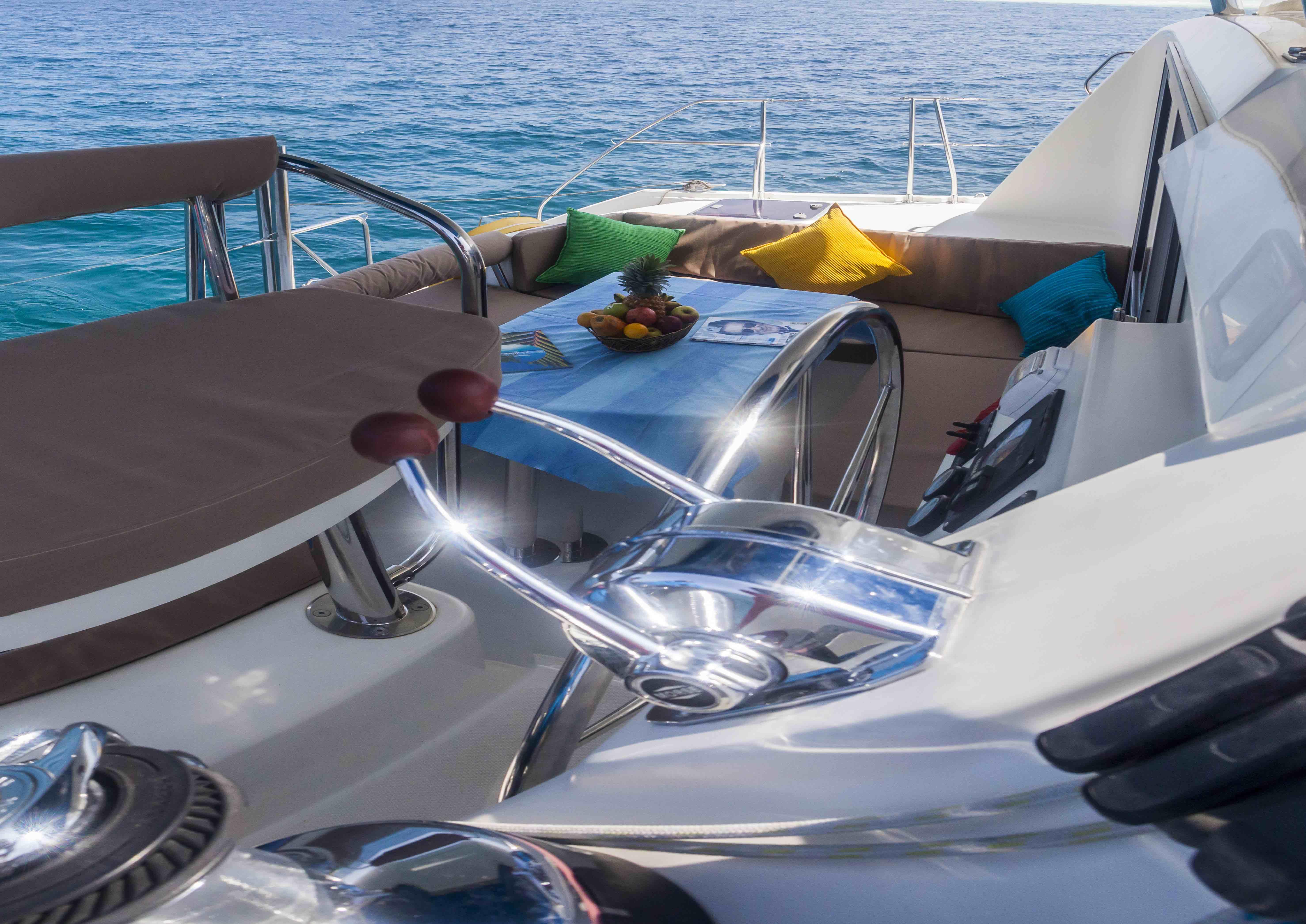 Catamaran interior (7)