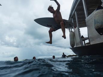 Плавучая школа серфинга