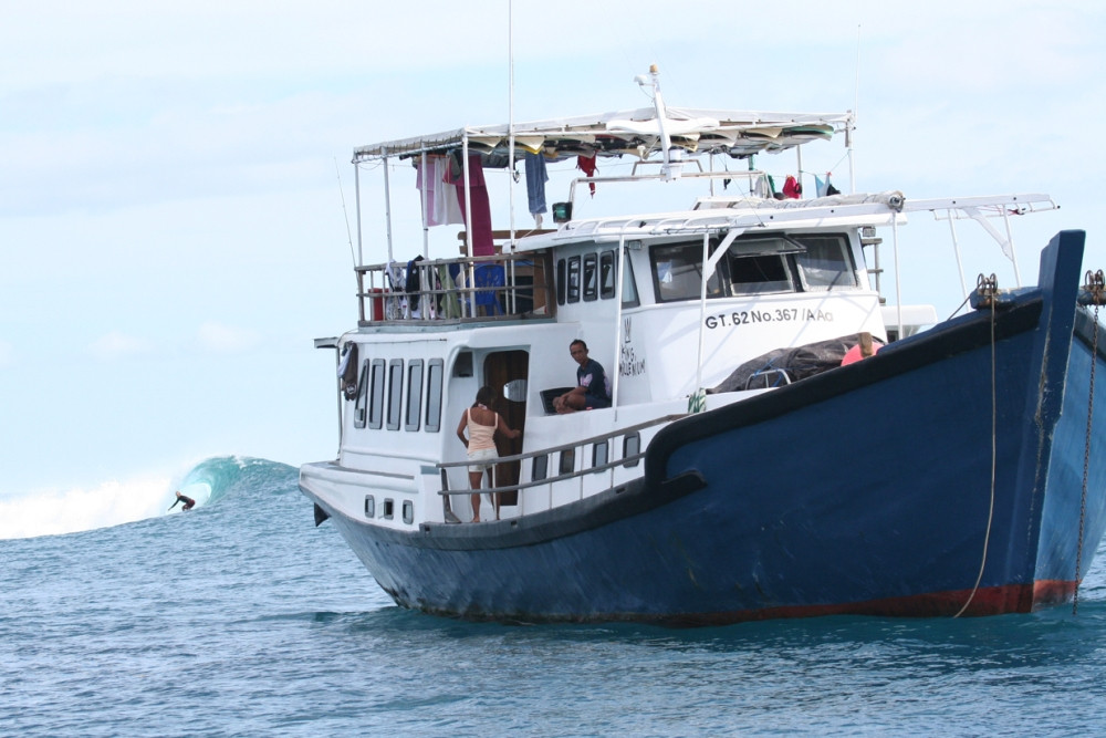 мы предлагаем серф-сафари на Мальдивы или на Ментаваи