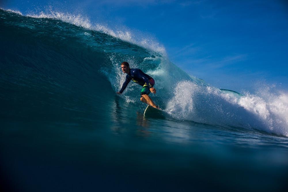 6 часов серфинга в день - мальдивский минимум