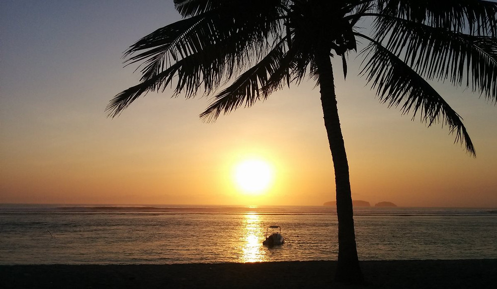 Закаты на Сумбаве сводят с ума