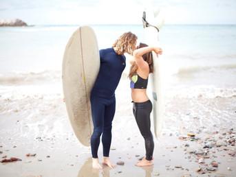 Сёрф-парочки: как сёрфинг укрепляет отношения
